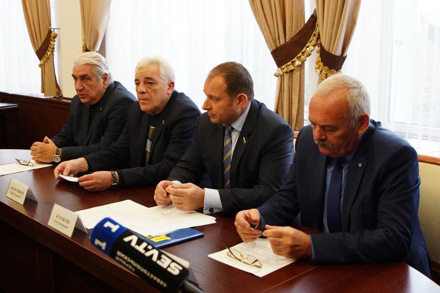 Партии в Севастополе обещают недоговорные выборы – но с губернатором встречаются