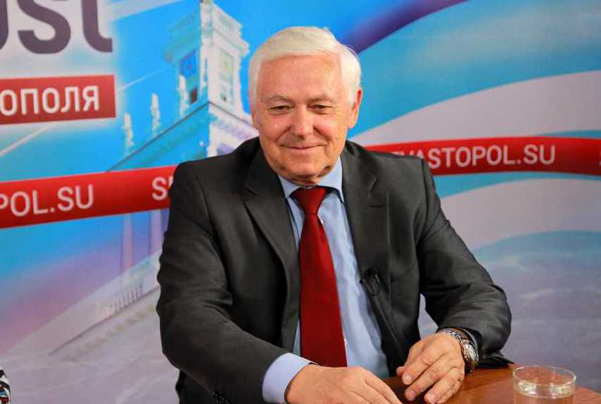 Григорий Донец сдал подписи в поддержку своего участия в выборах в ЗС Севастополя