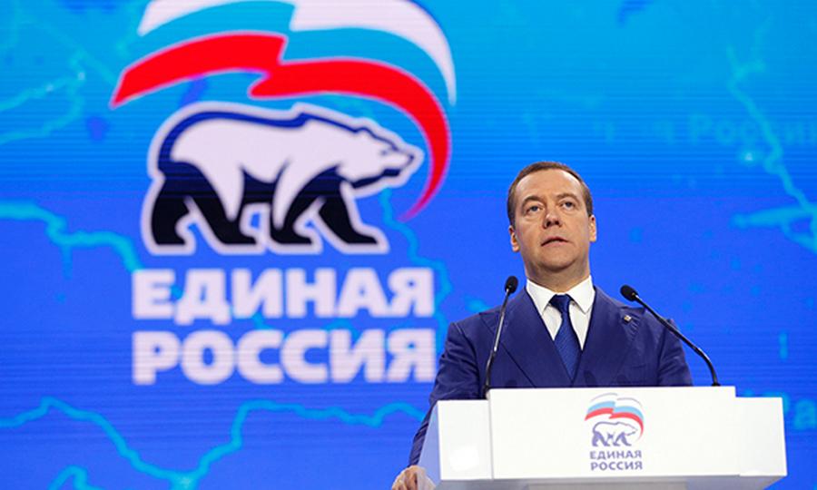 Медведев пригласил Путина на съезд «Единой России»