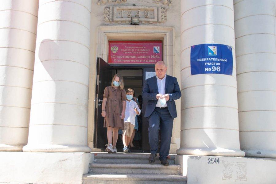 В Севастополе начался последний день губернаторских выборов
