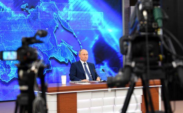 Идёт приём вопросов на прямую линию с президентом России