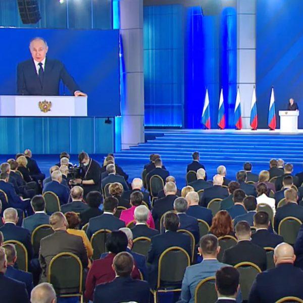 ForPost Политика - За год упал интерес к посланию Путина к Федеральному собранию